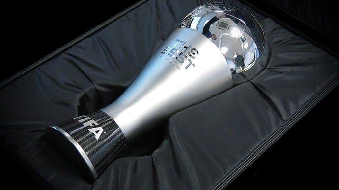 O desenho do troféu lembra as taças da primeira Copa do Mundo de futebol 00b74fc192bda